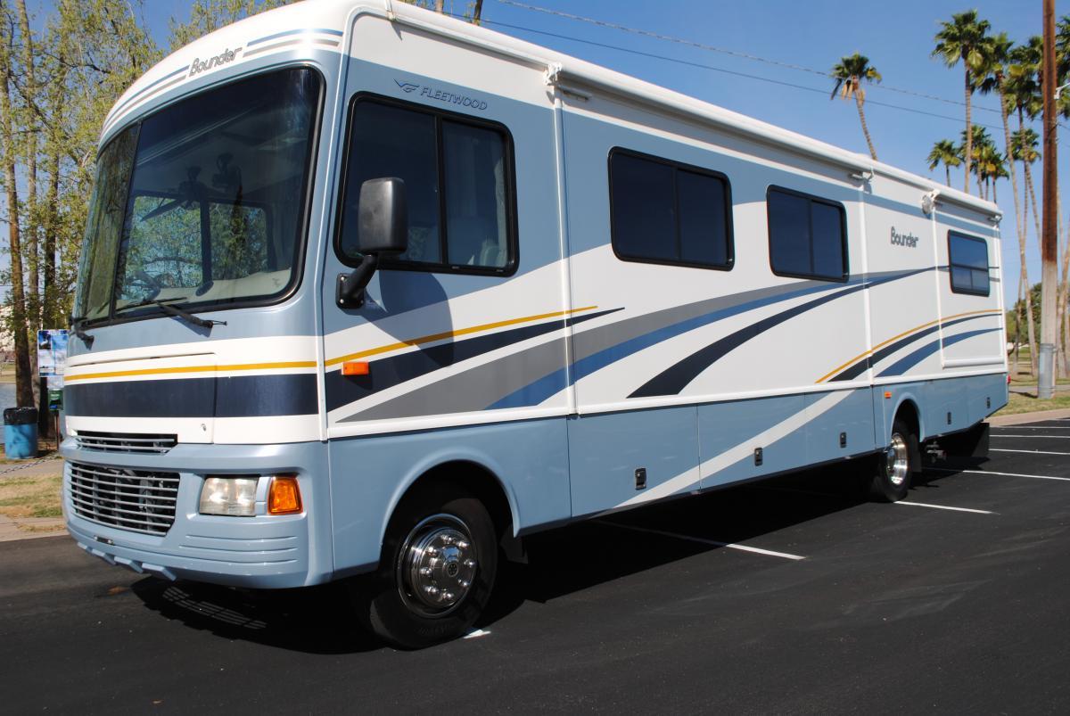 2005 fleetwood bounder w 3 slides rv rental for Rv motor home rentals