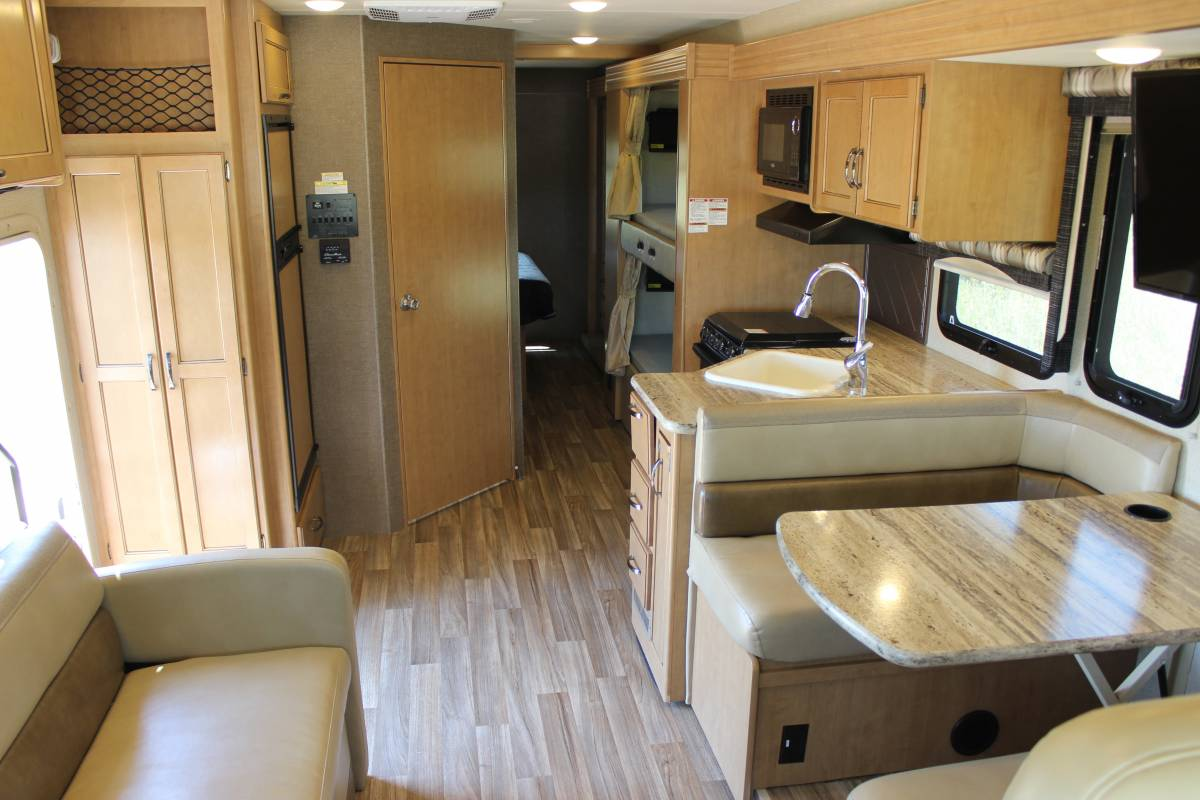 2017 Thor Ace W Bunks Rv Rental